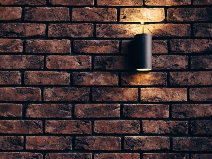 Stenen muur met spouwisolatie